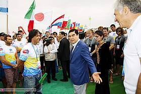 Jimmy Diaz greets the President of Turkmenistan