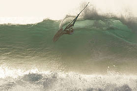 Jason Polakow carves under the lip