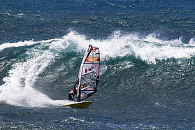 Big wave for Alonso