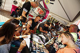 Fanatic autograph session