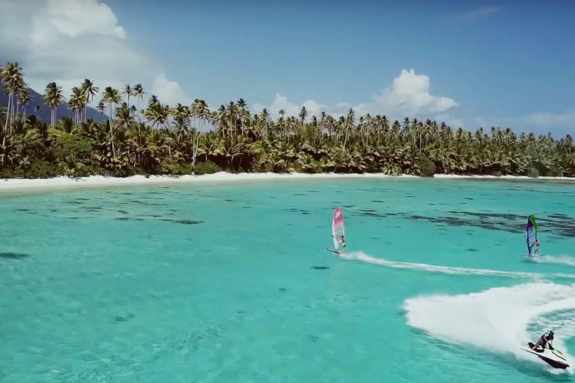 Tahiti Tow-in