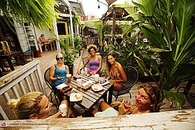 Relaxing at the Paia Bay Coffee shop