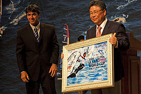 The mayor of Ulsan Metropolitan City Maeng Woo Park is presented with a signed PWA poster