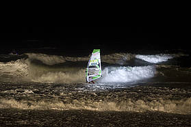 Night windsurf session