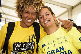 Sarah Quita sportingly celebrates with Laure Treboux