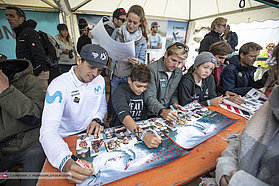 Fanatic autograph signing