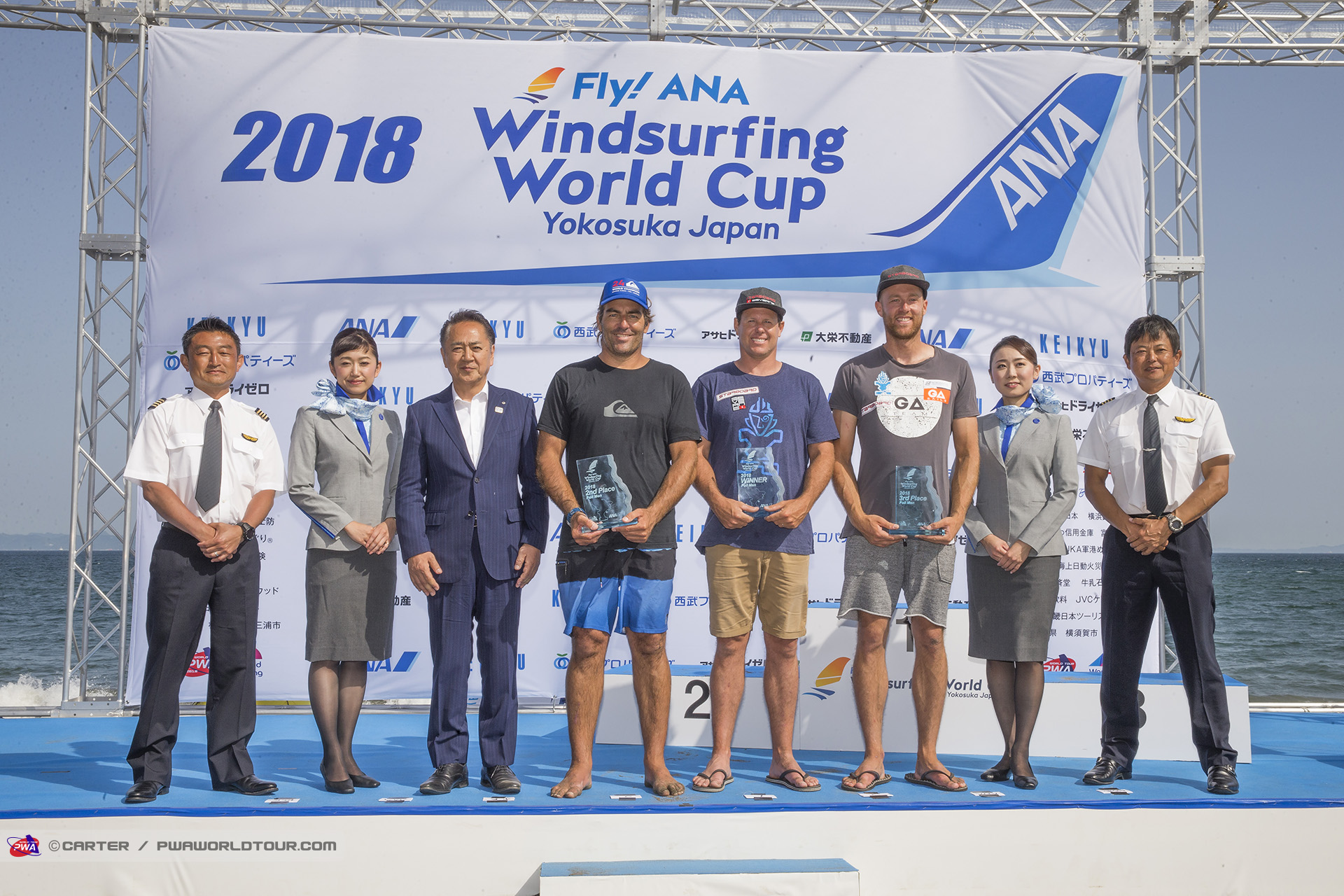 JP18_ls_Men_s_foil_winners_Japan_2018.jpg
