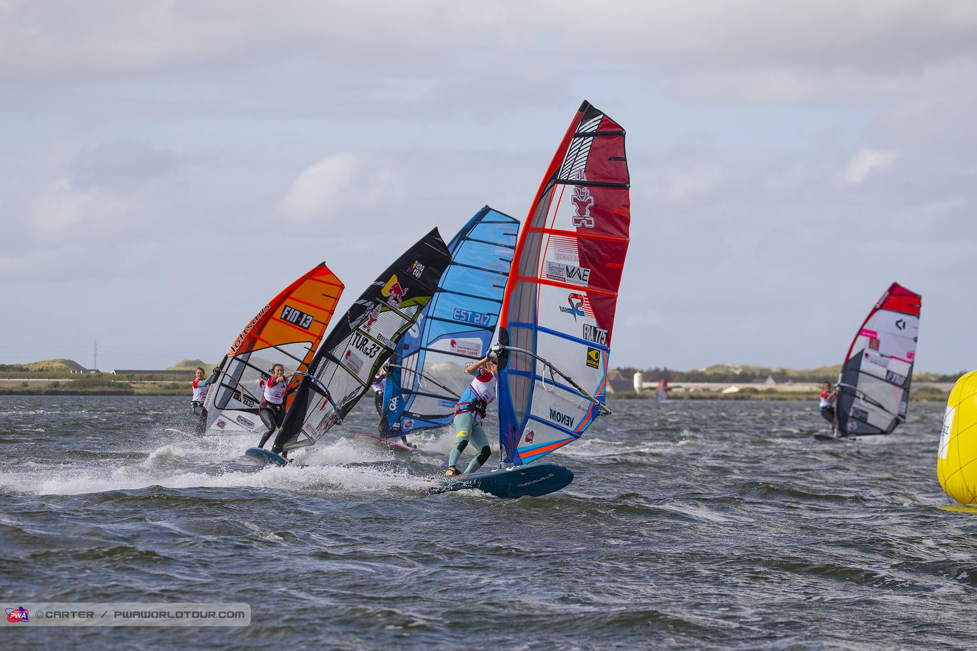 HV19_sl_Delphine_leads_race_6.jpg