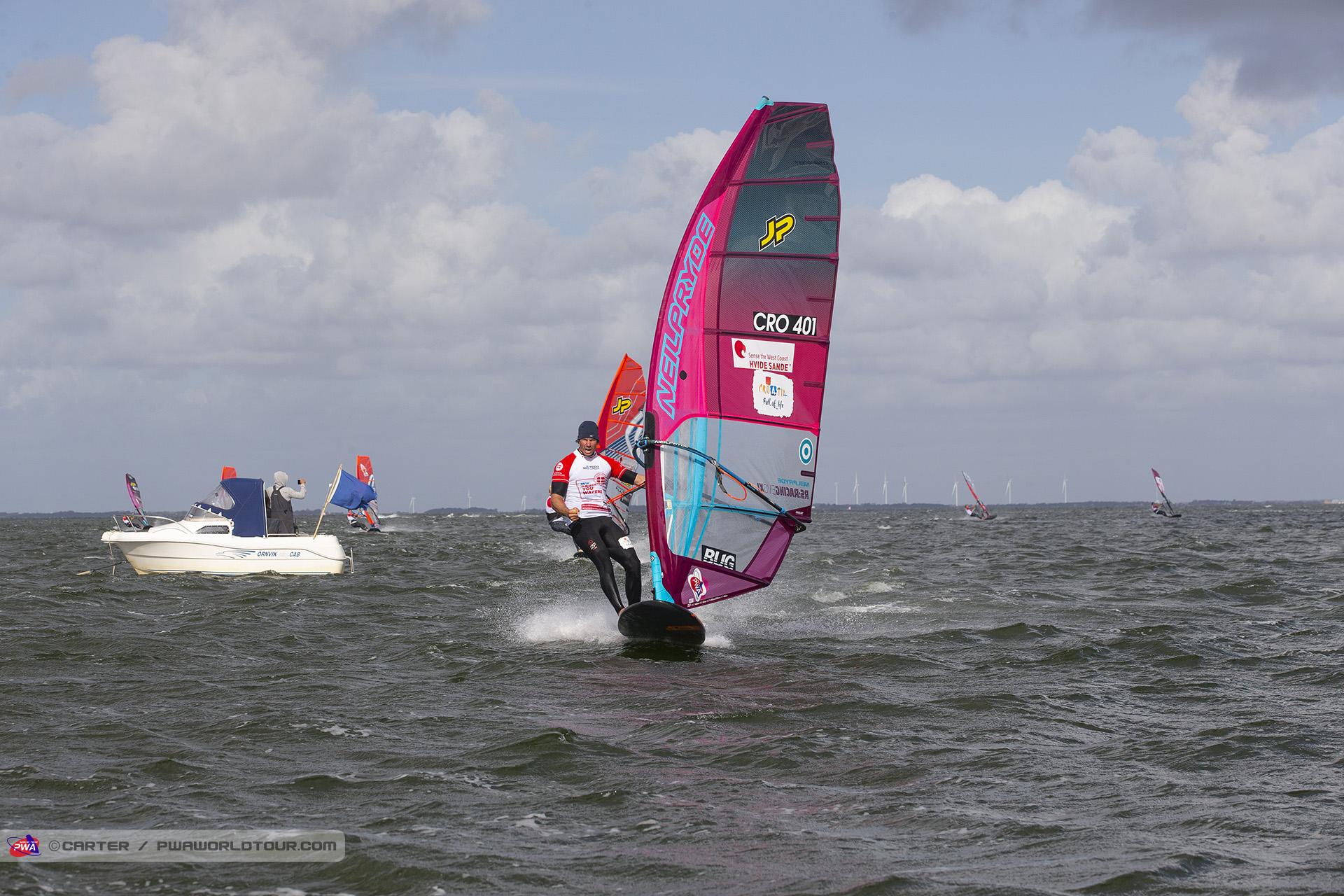HV19_sl_Enrico_takes_race_8.jpg